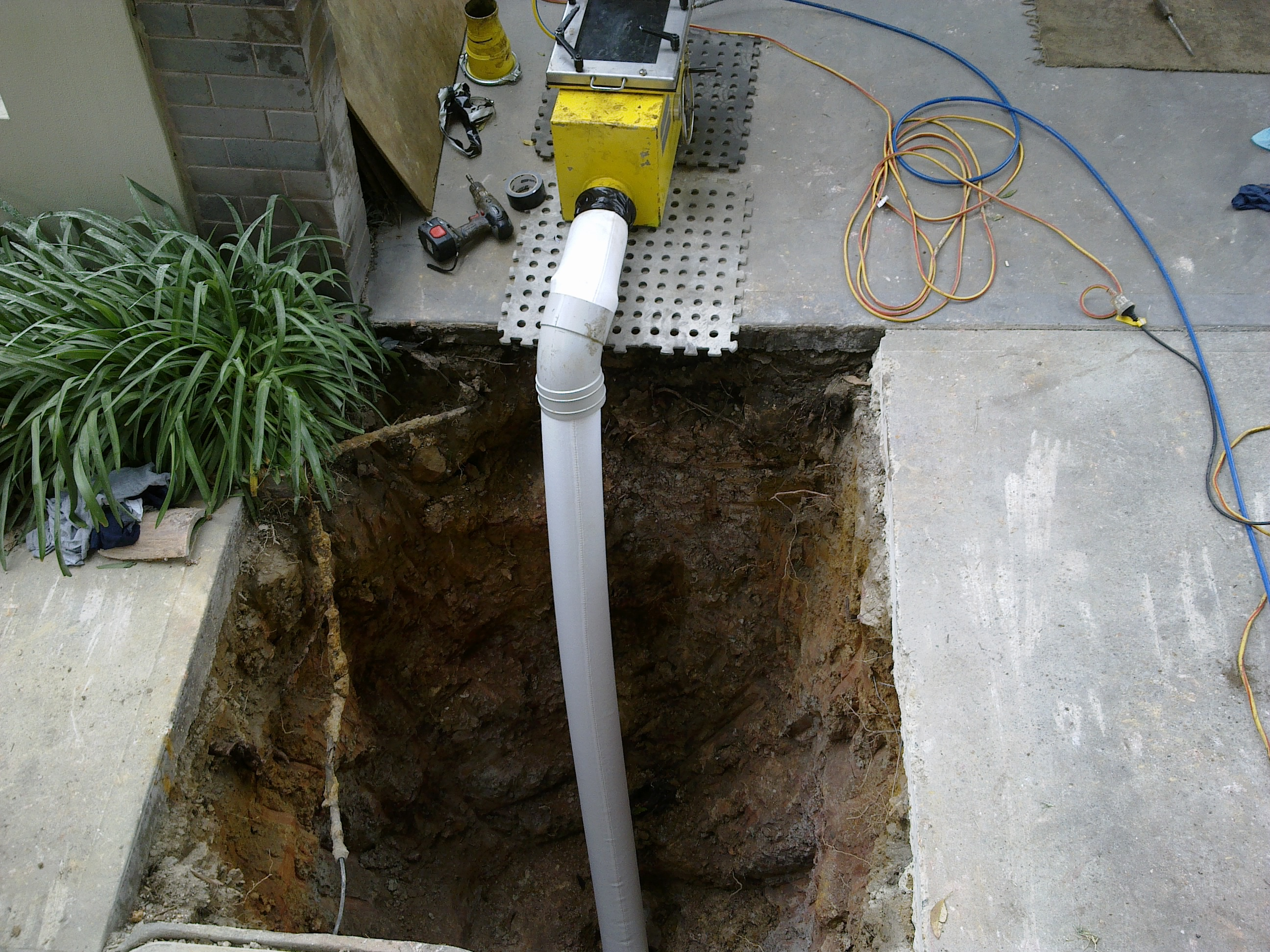 Relining of a 100mm Sewer Pipe at Avalon